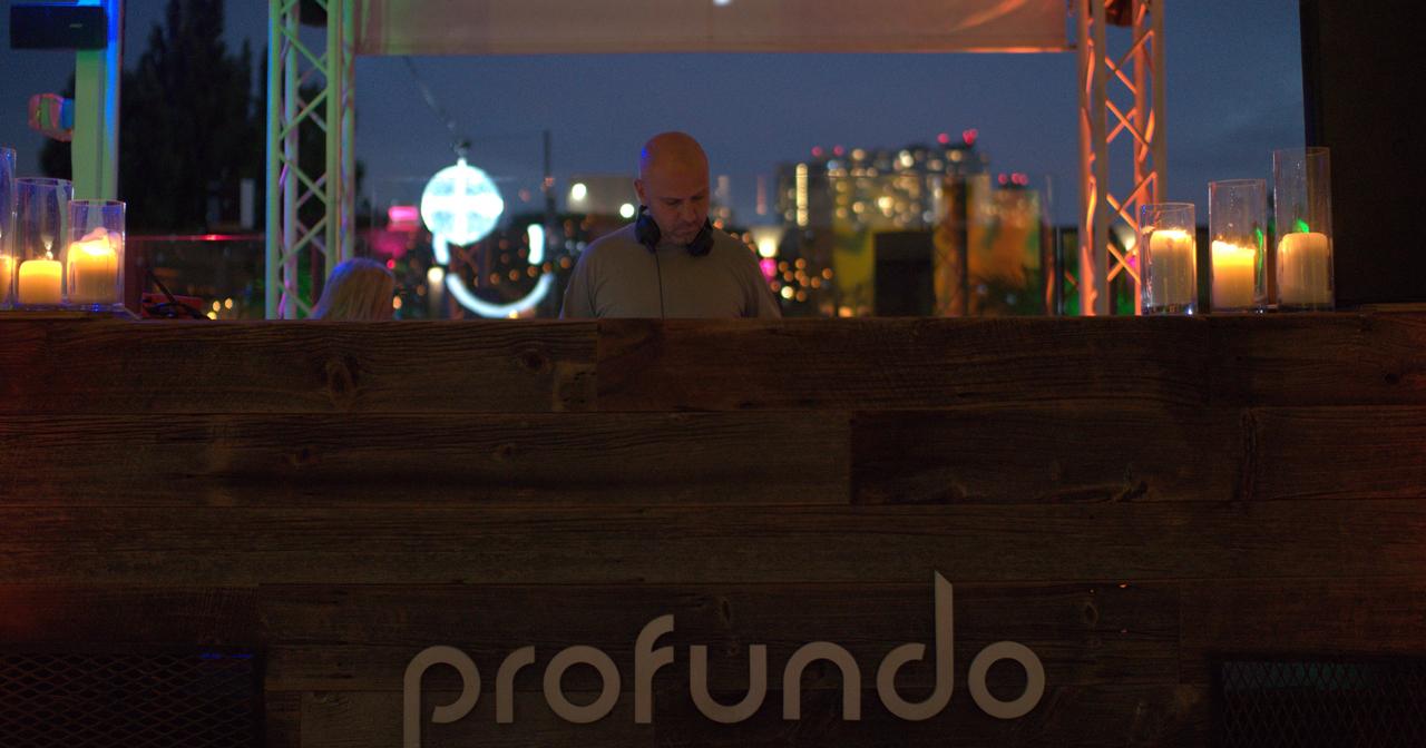 Profundo Pool (Sunset Session)